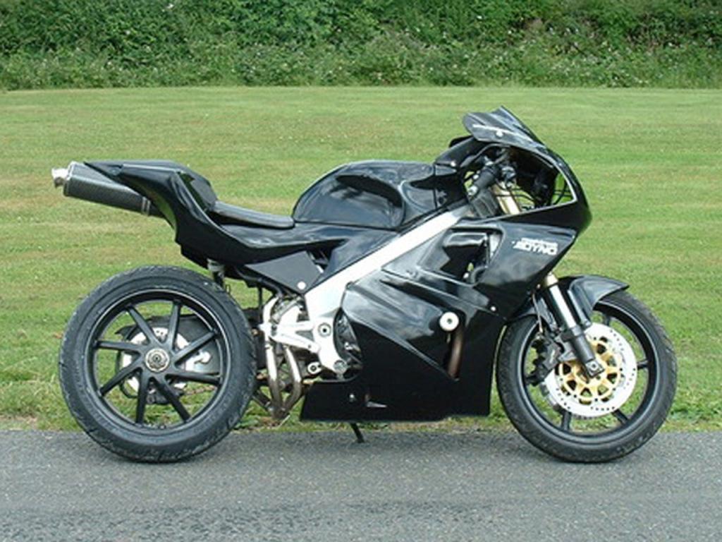 Honda RVF400 custom tail side view