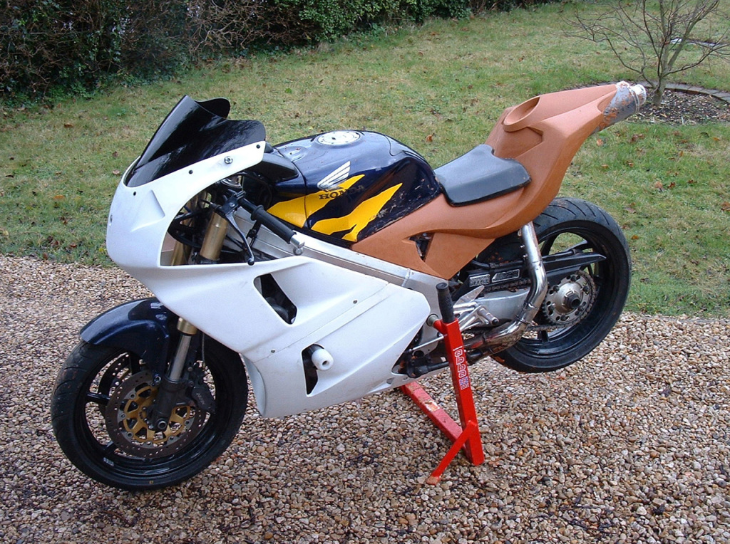 Honda RVF400 custom tail under clay development, front